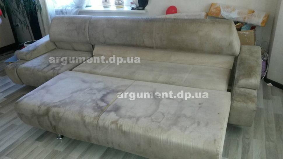 Чистка мягкой мебели - один из ярких примеров до чистки