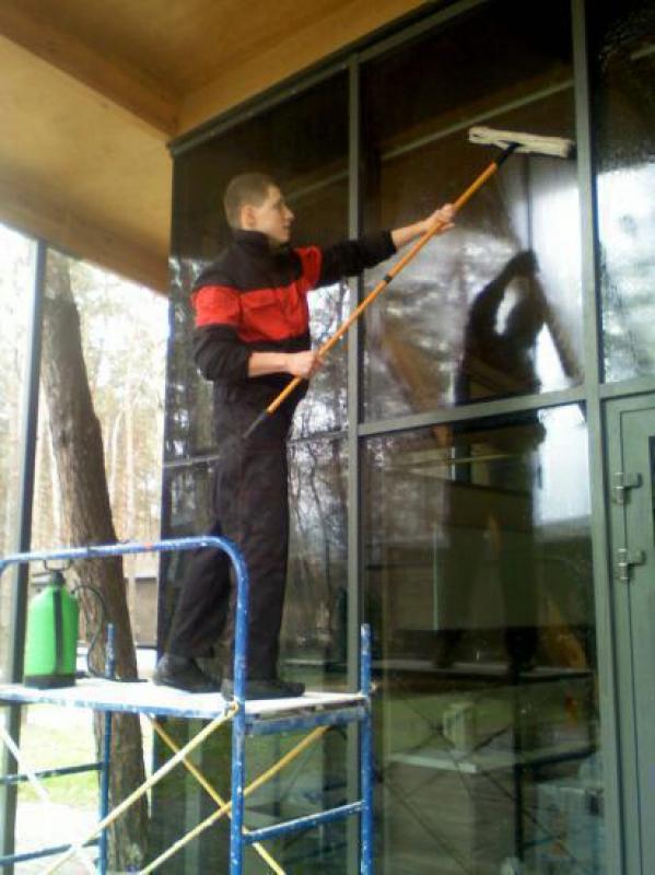 Мытьё окон и витрин в Днепропетровске.